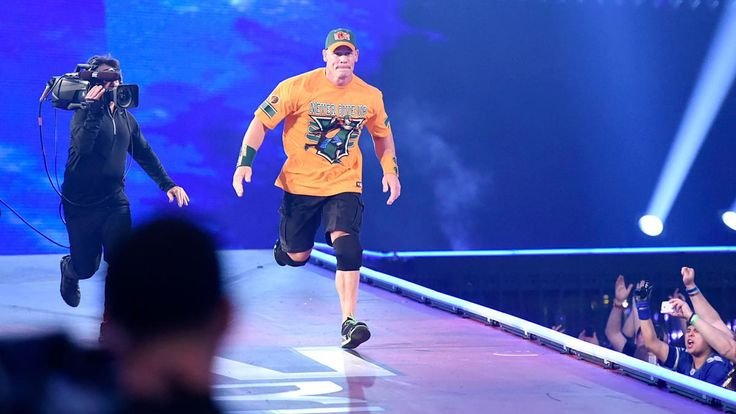 John Cena kehrt zurück und schließt sich The Rock bei WrestleMania 32 an: Fotos