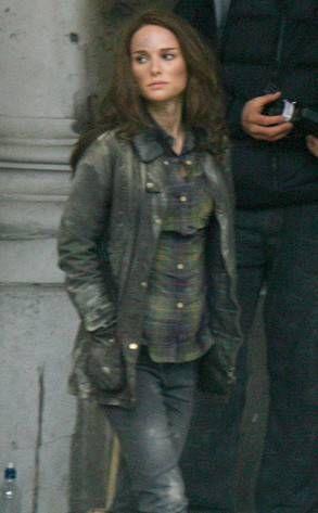 Natalie Portman gets dirty on Thor: The Dark World set - Thor - Comic Vine
