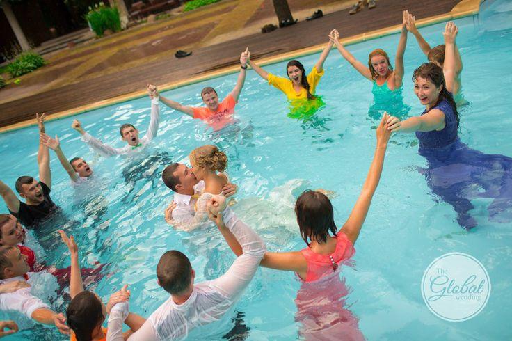 Wedding pool Молодожены в бассейне