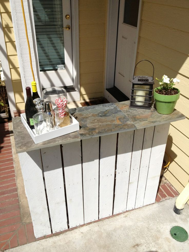 Diy pallet bar for patio backyard furniture completed for Diy balcony bar