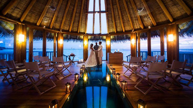 Situato nell'Atollo di Malè Nord sull'isola di Lankanfushi, si raggiunge con un trasferimento in barca veloce della durata di circa 20 minuti da Malè, Gili Lankanfushi è un resort in un piccolo atollo corallino con una delle lagune più grandi delle Maldive. Ideale per viaggi di lusso e luna di miele #riuvacanze #maldive #riuvacanzemaldive #viaggiodinozze #lunadimiele