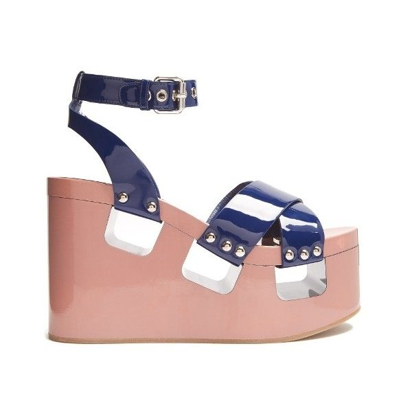 Miu Miu Patent-leather wedge sandals (1.315 RON) ❤ liked on Polyvore featuring shoes, sandals, navy multi, navy wedge shoes, navy wedge sandals, wedge sandals, navy blue shoes and flatform wedge sandals