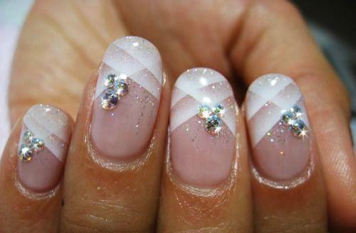 Je bruidsnagels als blikvanger. #nailart #beauty #nagels #inspiratie #bruidsnagels www.trouwbeursalkmaar.nl