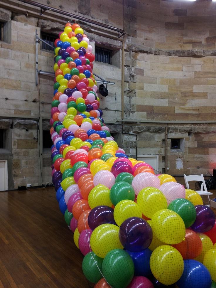 photos balloons backdrops balloon drop sydney house hard days theatres ...