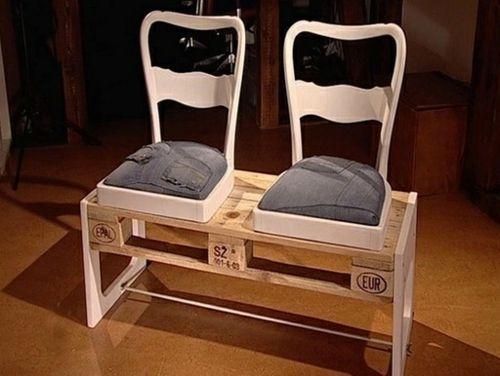 möbel aus paletten originelle Bank und Sitze mit alten Hosen gepolstert