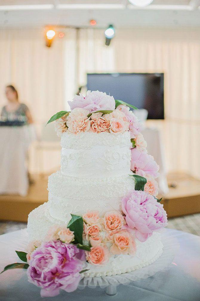 свадебный торт с розовыми и коралловыми цветами / wedding cake with pink and coral flowers