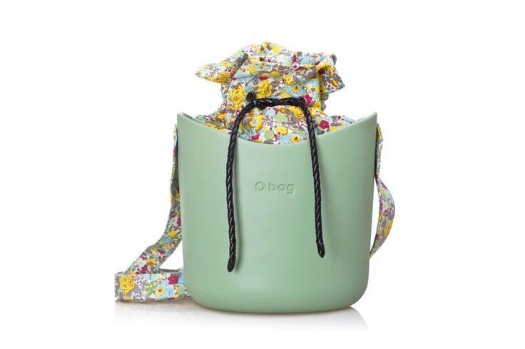 O bag basket sage+kit flowers on grey.