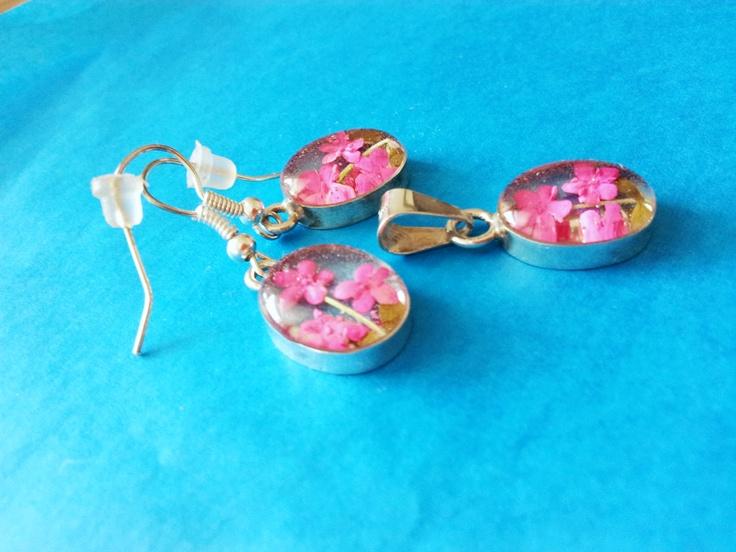 Pink, pink flowers, earrings with flowers, locket wirh pink flowers