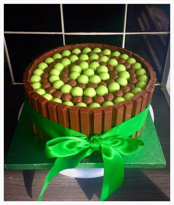 Kit Kat and aero bubble chocolate cake.    https://www.facebook.com/Sweet-As-Chocolate-Cake-1023107327750980/?ref=ts&fref=ts  #cake #kitkat #aero #chocolate #kitkatcake