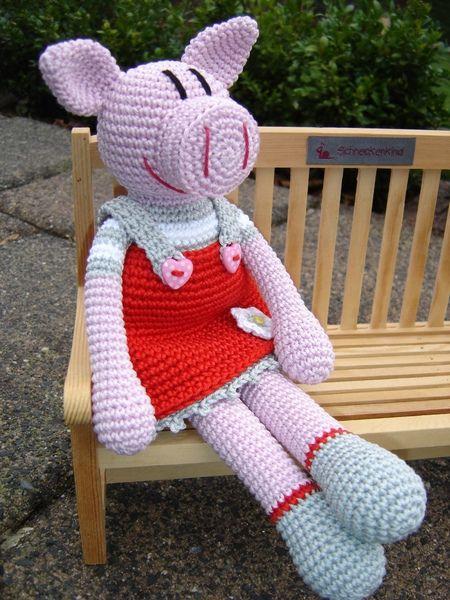 crochet pig filou von schneckenkind auf. Black Bedroom Furniture Sets. Home Design Ideas