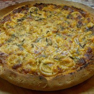 Пицца с кальмарами и креветками на тонком тесте из двух сортов муки