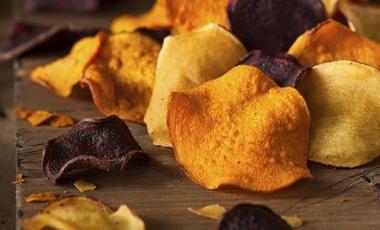 Pečené zeleninové chipsy ze 4 druhů zeleniny