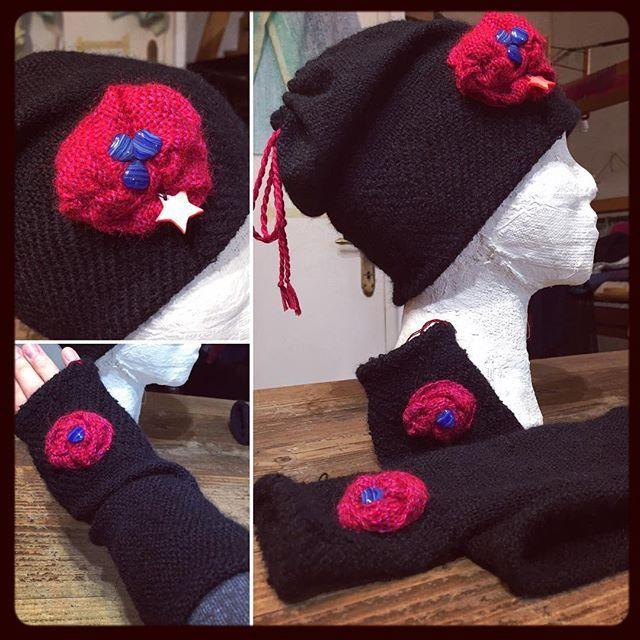 I guantini senza dita son fashion!  The fingerless gloves are fashion!#tramedistoria #woolhat #cappellidilana #cappellino #guanti #gloves #handmade #handwoven #tessutoamano