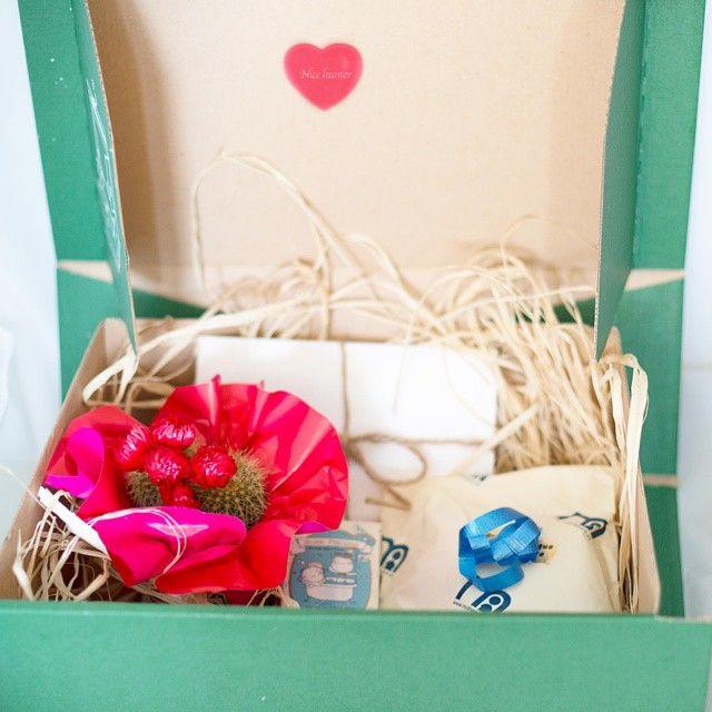 Caja con mucho ❤️ para dar la bienvenida a la bebe de unos amigos! Con suculenta,jabon para bebes de olivia soaps, patuquitos, y tarjeta con fotos juntos el dia de nuestra boda!Paquete con mucho Love!