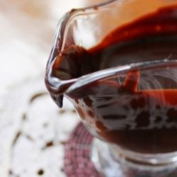 Poires Belle Helene : Spice-poached pears with warm chocolate sauce