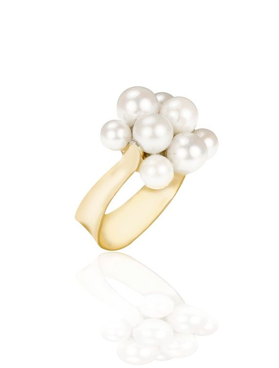 June is here! Celebrate the summer month with our 18ct pearl cluster ring - the perfect anniversary or birthday gift.