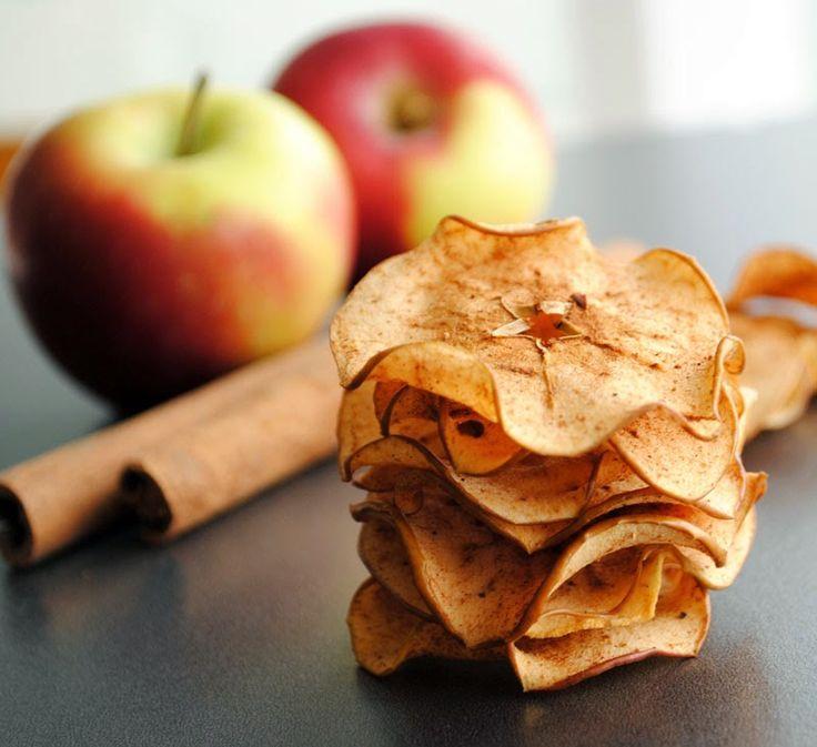 Provei um chips de maçã e achei simplesmente bárbaro! Uma entradinha bem fina e santé!   Vale a pena conferir a receita e colocar a mão ...