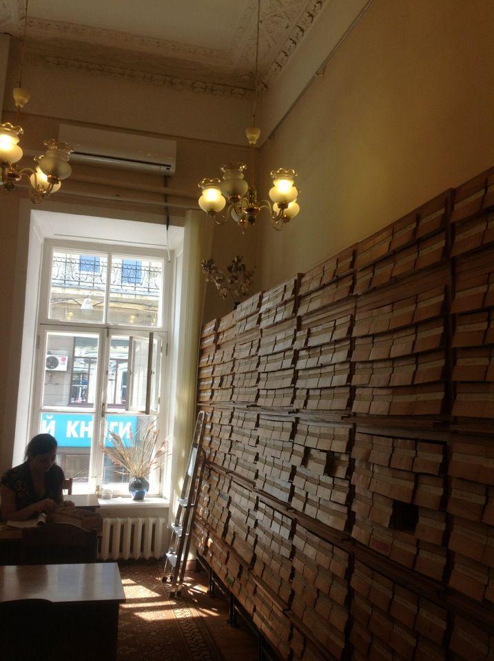 """Для искусствоведов. Поскольку читальный зал в """"Театралке"""" довольно мал по размеру, лучше приходить туда с утра. Иначе, может не достаться места. Дружелюбные консультанты. Помогут, чем смогут. Сайт: http://liart.ru/ru/"""
