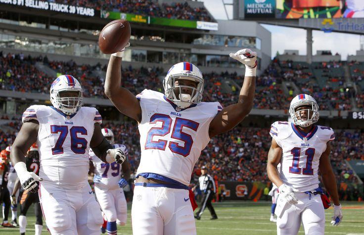 Nov 20, 2016; Cincinnati, OH, USA; Buffalo Bills running back LeSean McCoy (25) celebrates after scoring a first quarter a touchdown against the Cincinnati Bengals at Paul Brown Stadium.  (4686×3018)