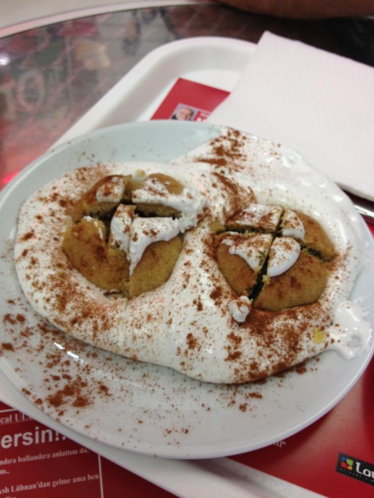 Mersin'e özel bir lezzet: Kerebiç... Çöven bitkisinden yapılmış kaymak deryası içinde. Çok farklı bir lezzet. Kaymağın yapımında hiç şeker kullanılmıyor. Afiyet olsun...