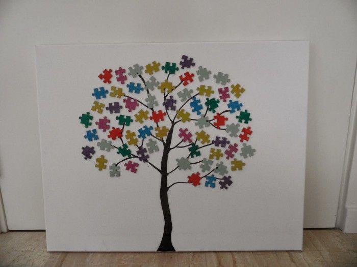 Leuk schilderij, erg simpel. Een boom met puzzelstukjes.