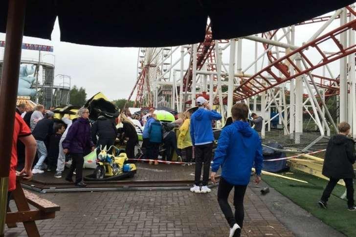 Montanha-russa descarrila e causa vários feridos