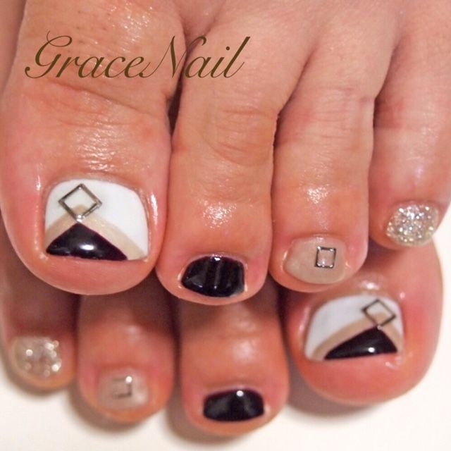 Black-White-Nude Toe nail art
