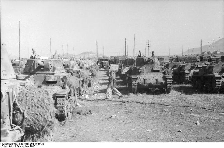 Italian M14/41 tanks and Semovente 75/18 assault guns in Italy, Sep 1943