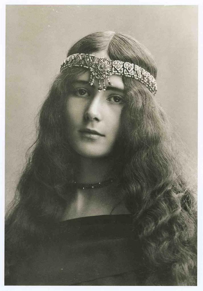 8b1a0976aa2a8bea3bd601168d9a5a2f--vintage-long-hair-vintage-photographs.jpg (713×1024)