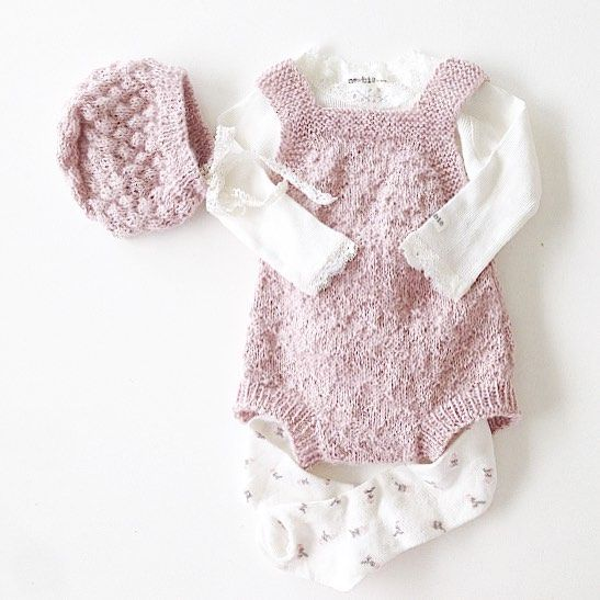 #myministrikkoutfit#ministrikk#babydrakt#denstoreguttestrikkeboka#ministil#instaknit#knitstagram#babyknits#babystrikk#strikktilbaby#knittinglove#knittersofinstagram