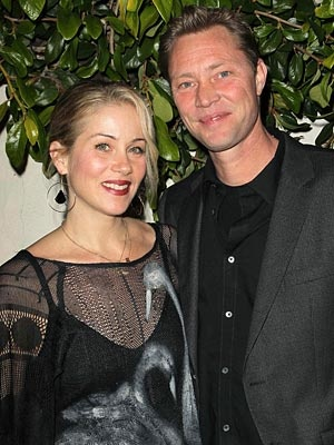Christina Applegate marries.