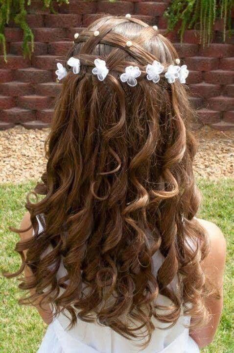 Peinados para niñas de Primera Comunión con recogidos y trenzas.