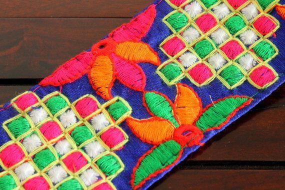1 yard - Design Floral multicolore tissu bleu brodé garniture tissu Sari bleu-garniture Trim-Crazy Quilts ruban Trim à la verge