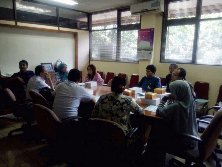 Unit Pelayanan Pajak Daerah Tebet Mendistribusikan Alat e-POS Pajak Online Kepada Wajib Pajak  Suasana pendistribusian alat e-POS yang diadakan oleh UPPD Tebet yang berkoordinasi dengan Suku Dinas Pelayanan Pajak Jakarta Selatan