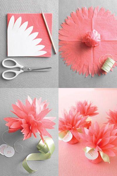 Na cartolina, faça o desenho de várias pétalascompridas e recorte-as, formando um molde. 2Dobre um pedaço de papel de seda várias vezes, formando um quadrado. Coloque o molde de cartolina em cima e recorte para formar as pétalas 3Abra o papel de seda, que deve estar com formato circular e pontas recortadas, como na foto. Coloque dentro a lembrancinha que quiser e envolva-a com o papel. 4Com cuidado, pois o papel de seda é delicado, dê um laço para fechar a flor, deixando as pétalas bem…