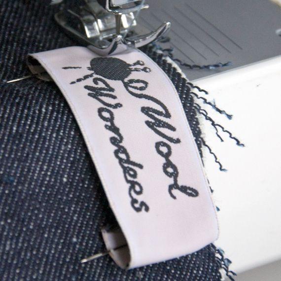 een kind kan de was doen. Op onze webshop kun je je eigen label met logo ontwerpen Design your own label with logo.