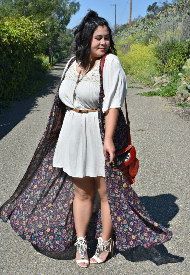 Festival style in a plus size floral duster.   Coachella style. Coachella outfit. Plus size coachella outfit, plus size coachella style. Plus size floral print. Plus size hipster. Plus size indie. Plus size fashion. Plus size festival fashion.