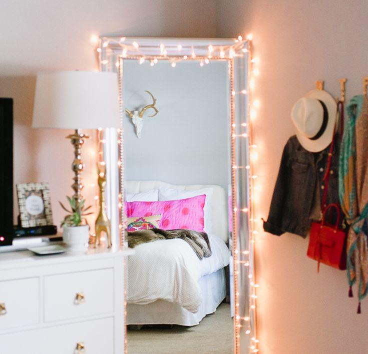 As luzes sempre são boa opção quando o que se quer é não carregar muito a decoração. #decoraçao #Natal #quartos