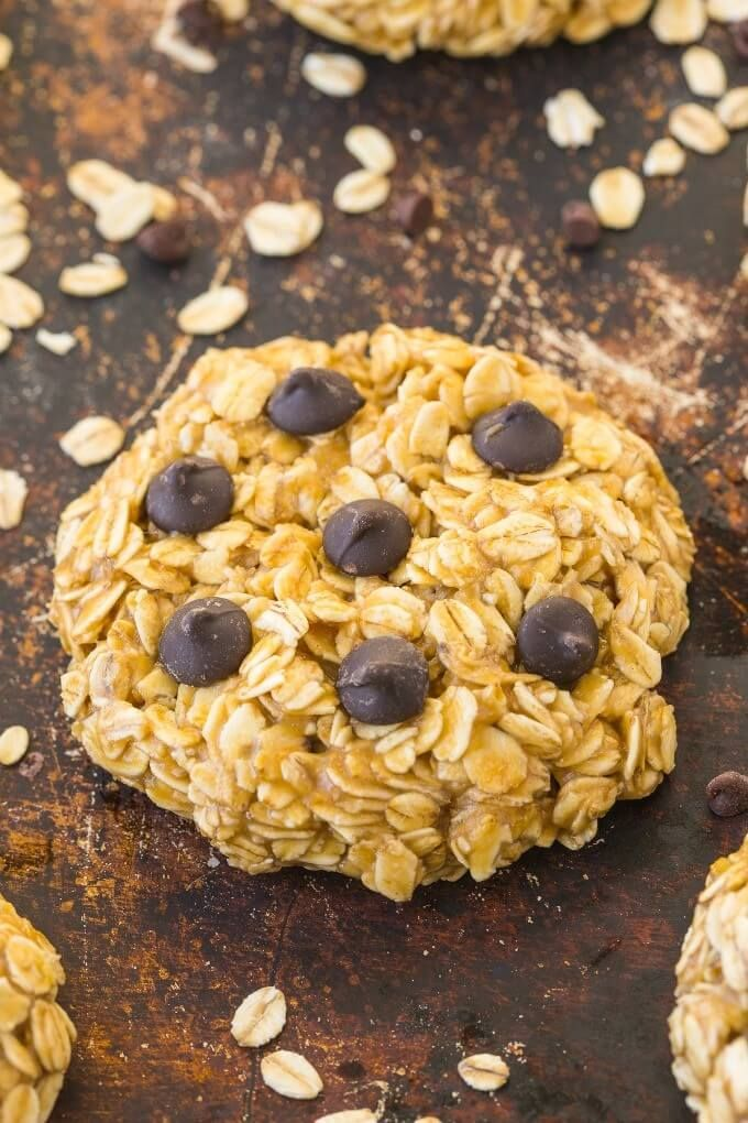 Three-ingredient vegan cookie recipes are all the rage these days. Cookies are circles of pure joy, and they've never been easier to make.