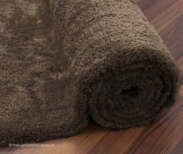 Velvet Taupe Rug (texture close up), a soft to the touch 100% micro polyester hand-tufted shaggy rug (4 sizes, from £109.00) http://www.therugswarehouse.co.uk/shaggy-rugs/velvet-rugs/velvet-taupe-rug.html #rugs #shaggyrugs