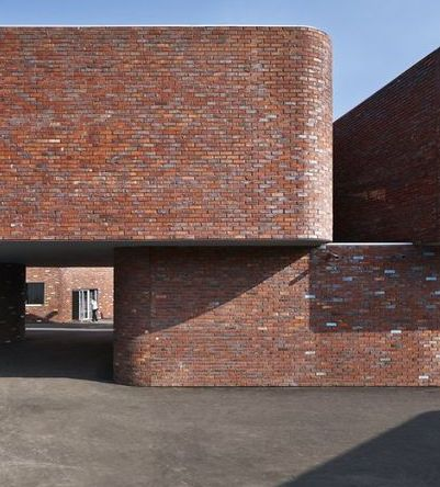 curved brick detail