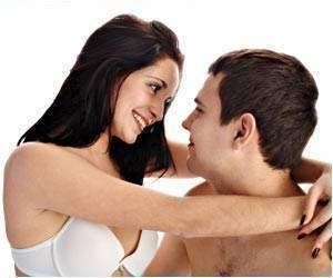 Relation: Heterosexuel monogame Definition: une relation hétérosexuelle monogame est quand un homme qui est attiré par une femme et et le même chose de la perspective du femme. Ce photo est signifiant car sa Montre Un couple Heterosexuel qui est heureux et en amour