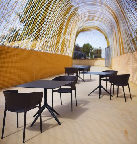Der Stapelbare Stuhl Africa Wurde Vom Designer Eugeni Quitllet Für Den  Möbelhersteller Vondom Entworfen Worden. Er Ist Erhältlich In Den Farben  (matt) Weiß, ...
