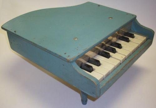Toy Grand PianoGrand Piano, Plays Piano