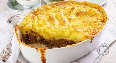 Shepherd's pai  Dette er en britisk oppskrift men har også blitt populær hos oss. Deilig kjøttgryte av valgfri kjøttdeig med potetmos som gratineres på toppen.  2 stk rødløk (hakket)2 stilker stangselleri (hakket)2 fedd hvitløk (finhakket)2 stk gulrot (i terninger)1 ss smør500 g kjøttdeig (*)2 ss worchestershiresaus2 ss tomatpure1 ts