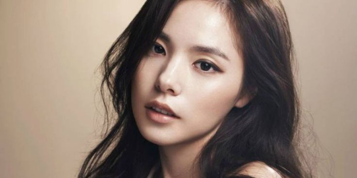 Min Hyo Rin talks about her relationship with J.Y. Park | http://www.allkpop.com/article/2016/04/min-hyo-rin-talks-about-her-relationship-with-jy-park