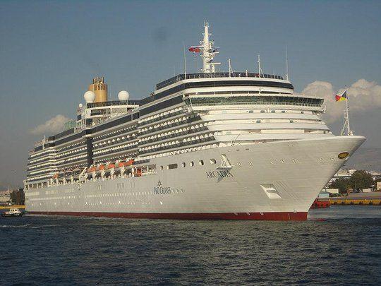 Το Arcadia αποπλέει από τον Πειραιά. 06/09/2012.