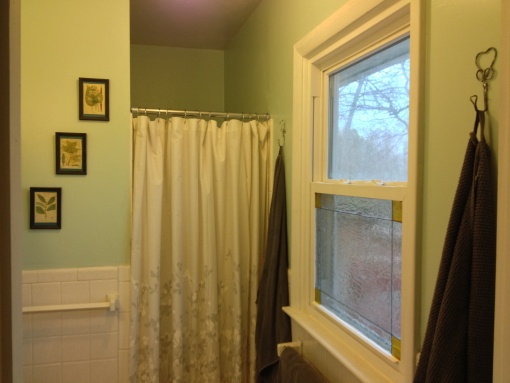 Gallery Glass for privacy in a bathroom. Easy stained glass or leaded glass window. #DIY