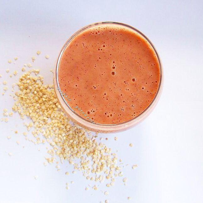 Koktajl owocowy z płatkami komosy ryżowej (quinoa) oraz cukrem kokosowym (od @vivio_pl). Healthy fruit cocktail with flakes of quinoa.  #zdrowy #koktajl #owocowy #komosaryżowa #quinoa #owoce #truskawki #kiwi #healthy #fruit #healthlyrecipes #healthyeating #cocktail #komosa #blogszybkiegotowanie #zdrowe #zdrowejedzenie #weganskie #vegan #veganfood #veganfoodshare #glutenfree #bezglutenu #zdroweprzepisy #zdroweodżywianie #diet #dieta #samozdrowie #bezglutenowe by szybkiegotowanie