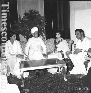(L to R) Bengali film actor Soumitra Chatterjee, Vice President of India (1952-1962) Dr Sarvepalli  Radhakrishnan, Bollywood actress Sharmila Tagore and filmmaker Satyajit Ray at the film award ceremony, held in New Delhi, on May 01, 1960. Satyajit Ray won many prestigious awards and recognition for his contribution to Hindi and Bengali cinema.